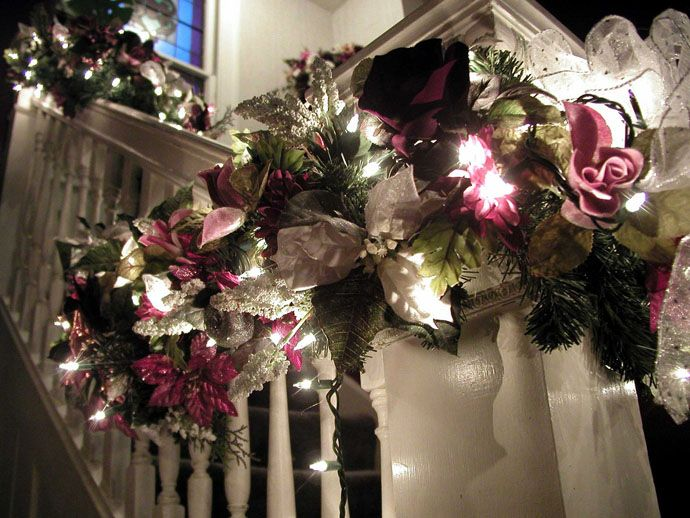 Beautiful Christmas Decorations 30 beautiful christmas decorations that turn your staircase into a