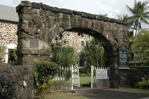 "Stone entrance gate of the Moku'aikaua Congregational Church - the ""Church of the Chimes"" on Ali'i Drive in Kailua-Kona 