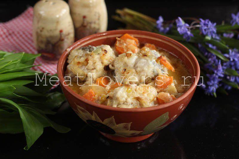 Минтай тушеный в сметане с луком и морковью | Рецепт ...