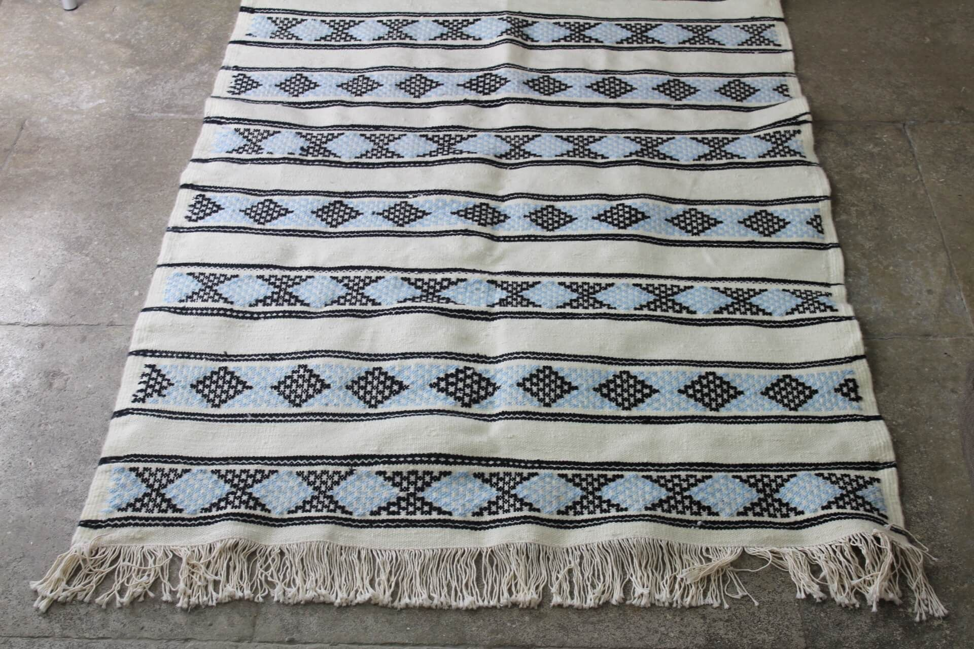 magnifique tapis berbere atlas tiss la main par des. Black Bedroom Furniture Sets. Home Design Ideas