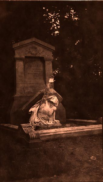 Jules Verne (1828 –1905) I SO need to see and photograph this grave.