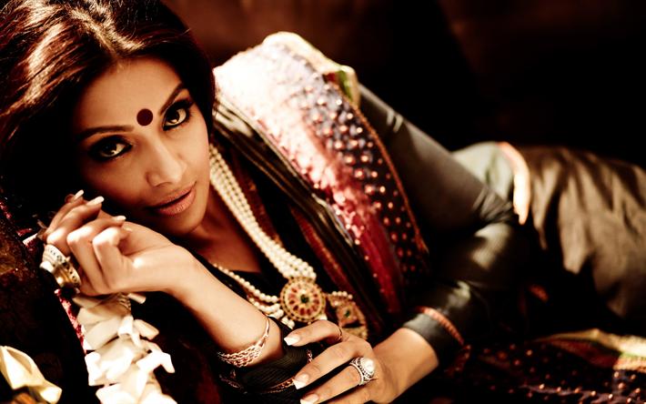 Lataa kuva 4k, Bipasha Basu, intialainen näyttelijä, sari, kauneus, Bollywood