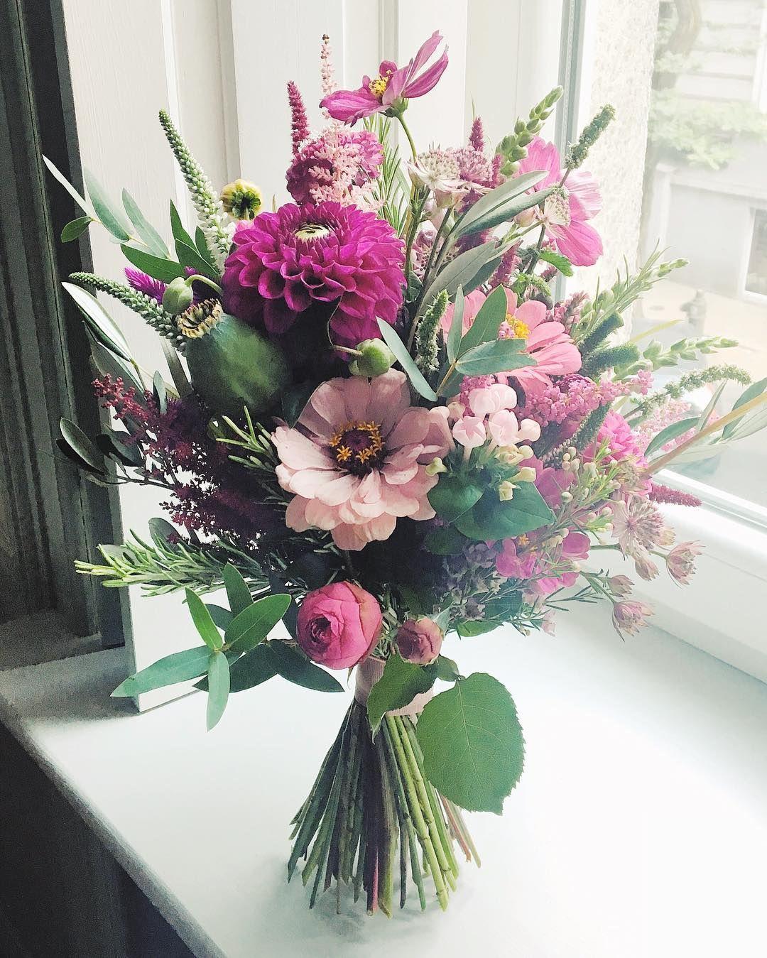 1 205 Likes 9 Comments Kwiaciarnia Kwiaty Amp Miut Kwiatyimiut On Instagram Kwiatysapiekne Wedding Floral Wreath Instagram Posts My Wedding