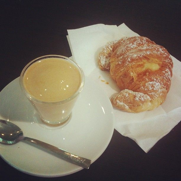 Italian breaksfast: crema di caffe e cornetto!