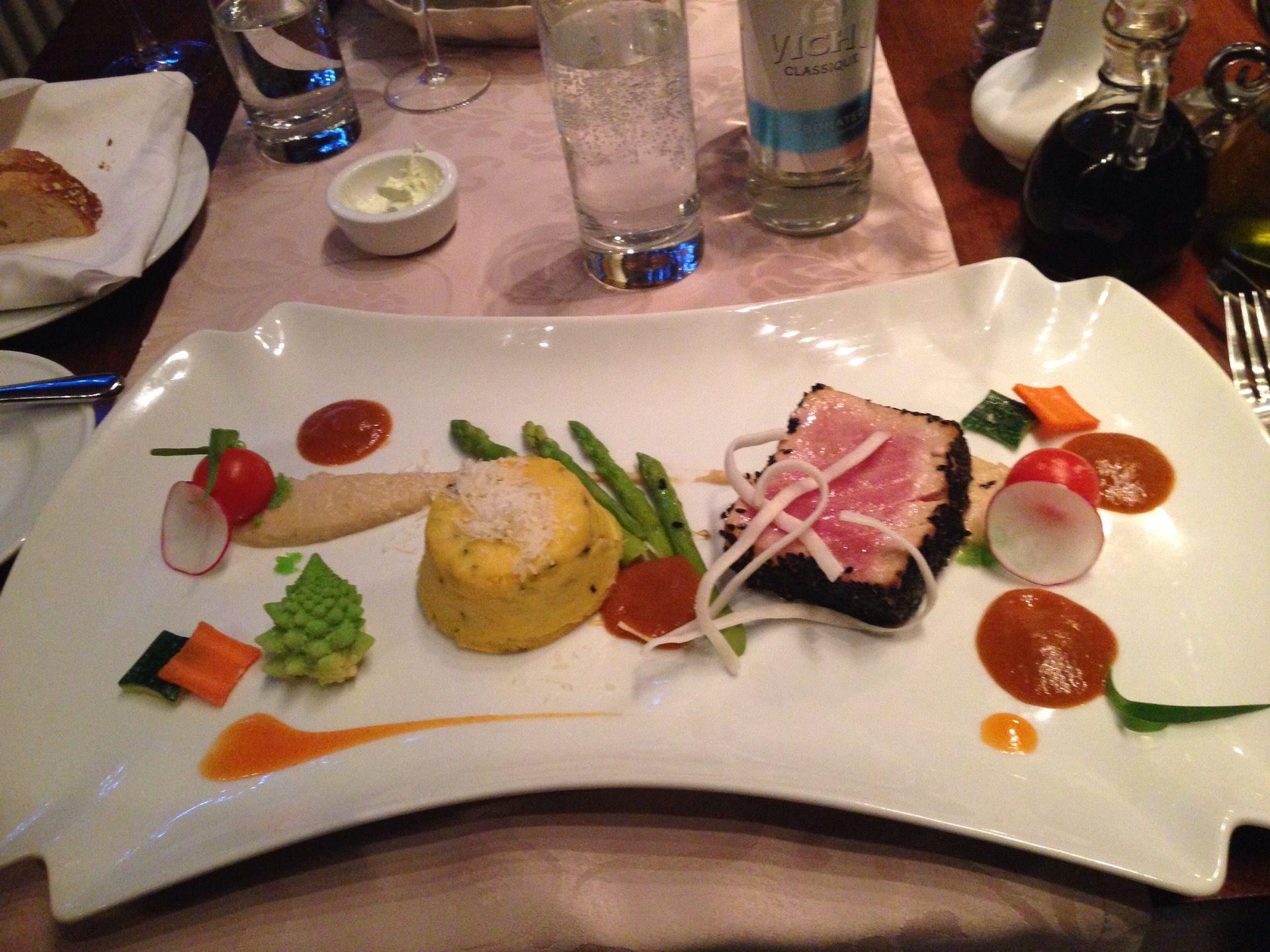 Mix Fusion Restaurant tarjoaa erittäin tasokkaita, elämyksellisiä annoksia ja erinomaista palvelua. Huom. osoite on muuttunut, uusi osoite on Vana-Posti 11/13 (My City Hotelin yhteydessä)