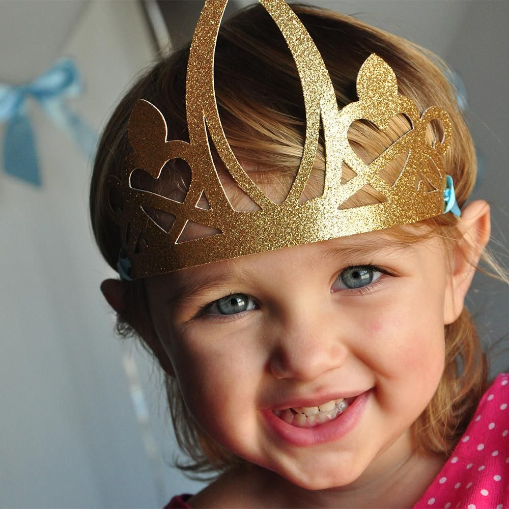Princess crowns for cinderella party favors ships in business