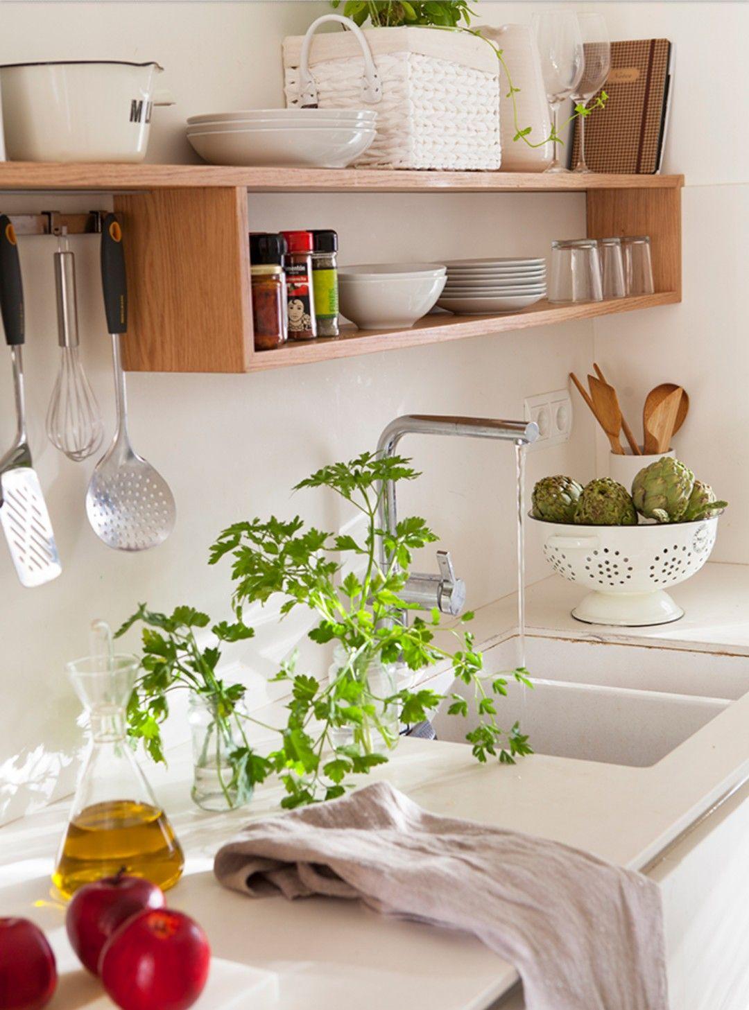 Una Cocina Sencilla Y Adorable Muebles De Cocinas Pequenas Decoracion De Cocina Decoracion De Cocinas Sencillas