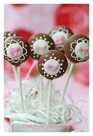 Pretty chocolate dipped cake pop design. Get your chocolate colorings at Chocoley. For delicious dipping chocolate, use no oil needed, mouthwatering Belgian style Chocoley INDULGENCE Dipping & Enrobing Ultra Couverture Chocolate OR Chocoley Bada Bing Bada Boom Gourmet Compound Dipping Chocolate from Chocoley.com.