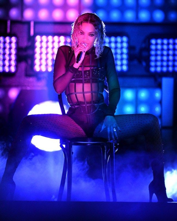 OMG! Beyonce and Jay Z open the Grammys 2014 with the sexiest performance EVER (probably) | Drunk in Love, Grammys 2014, Grammy Awards 2014, Beyoncé, Jay-Z