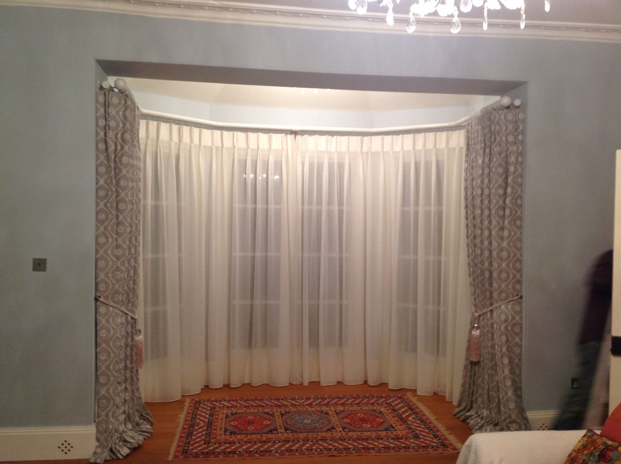Double curtain pole for four bend bay window with only ...