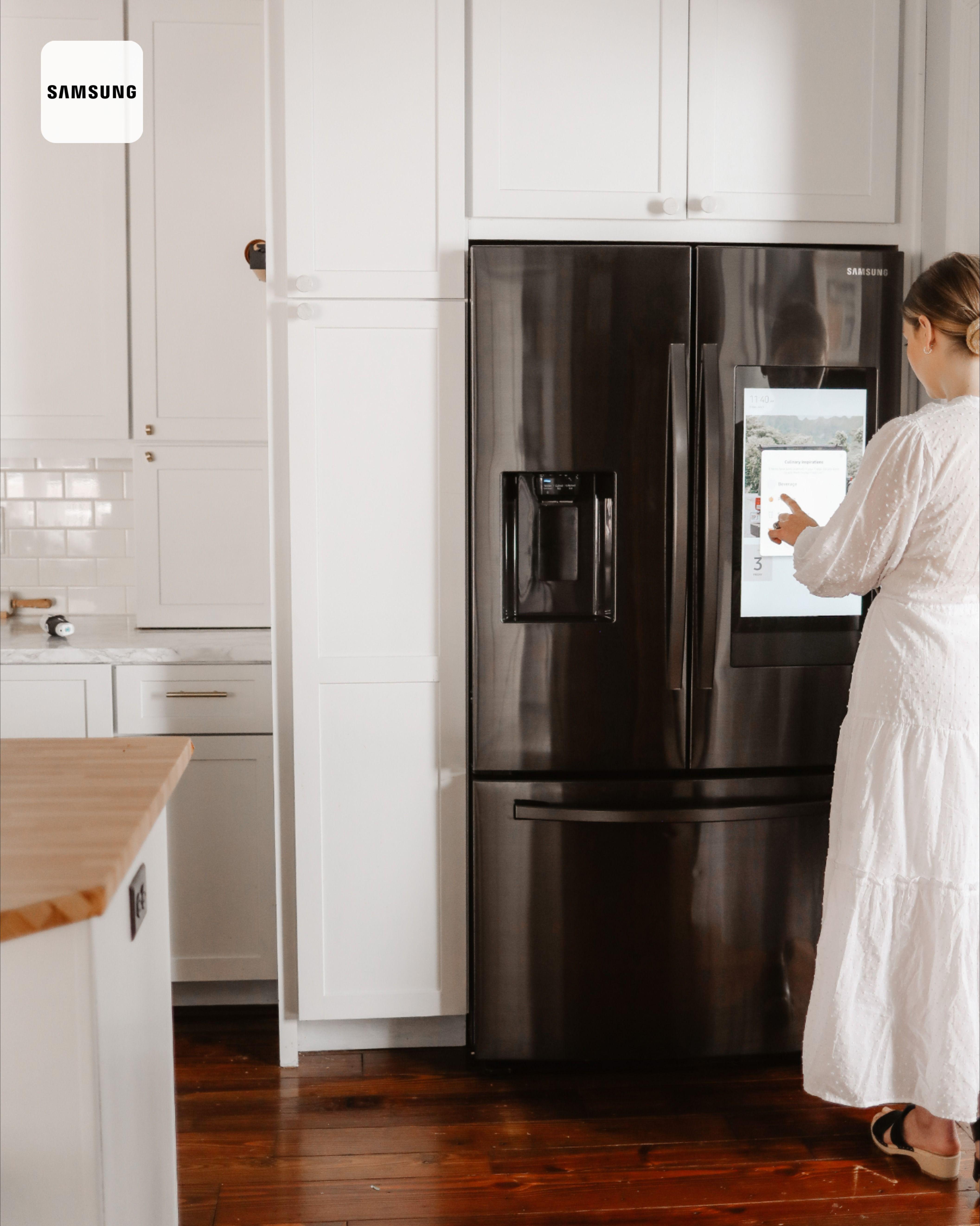 White Kitchen With Black Appliances In 2020 White Kitchen Black Appliances Kitchen Black Appliances