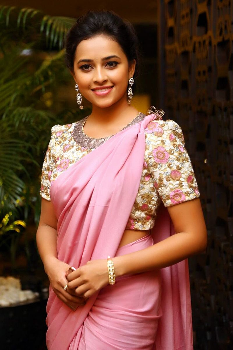 MOST POPULAR SOUTH INDIAN CUTE ACTRESS SRIDIVYA IN PINK
