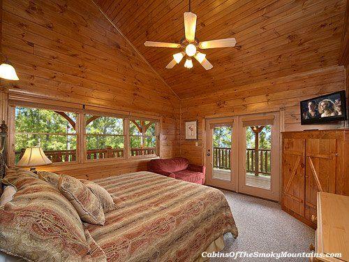 Large Cabin In Gatlinburg Mountaintop Mansion 1 Of 9 Bedrooms Sleeps 32 Comfortably Gatlinburg Cabins Cabin Log Homes