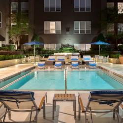 Amli River Oaks Apartment Locator Online Courtyard Pool Houston Apartment Apartment Locator