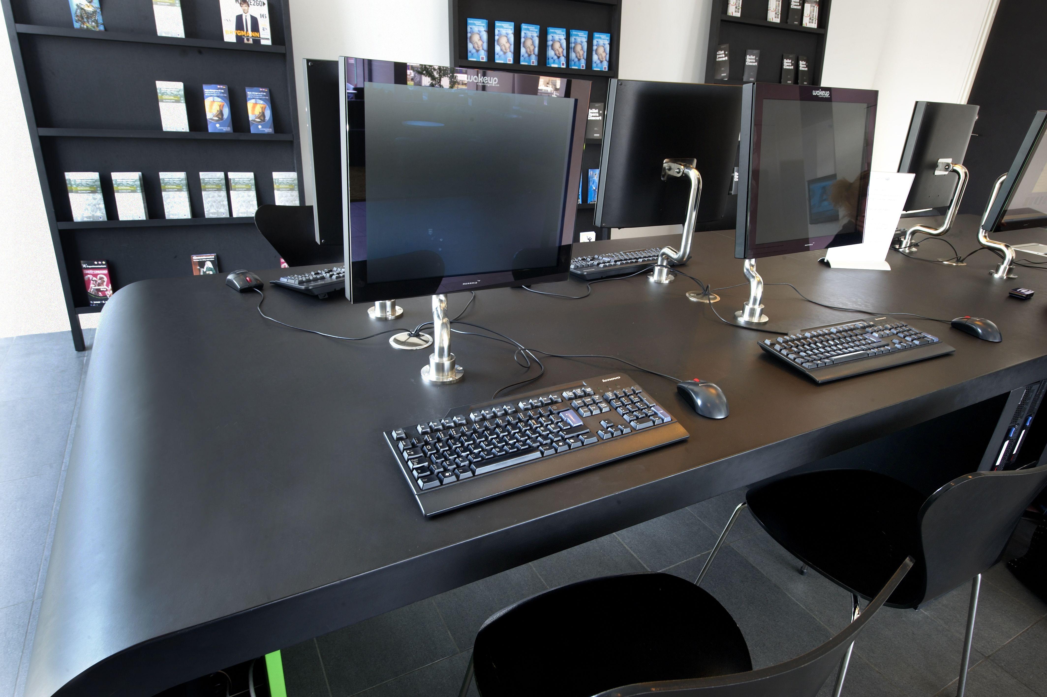 Desktop - Furniture Linoleum – Forbo – interior design - wakeup - interirgruppen - christianskov - desktop - sort