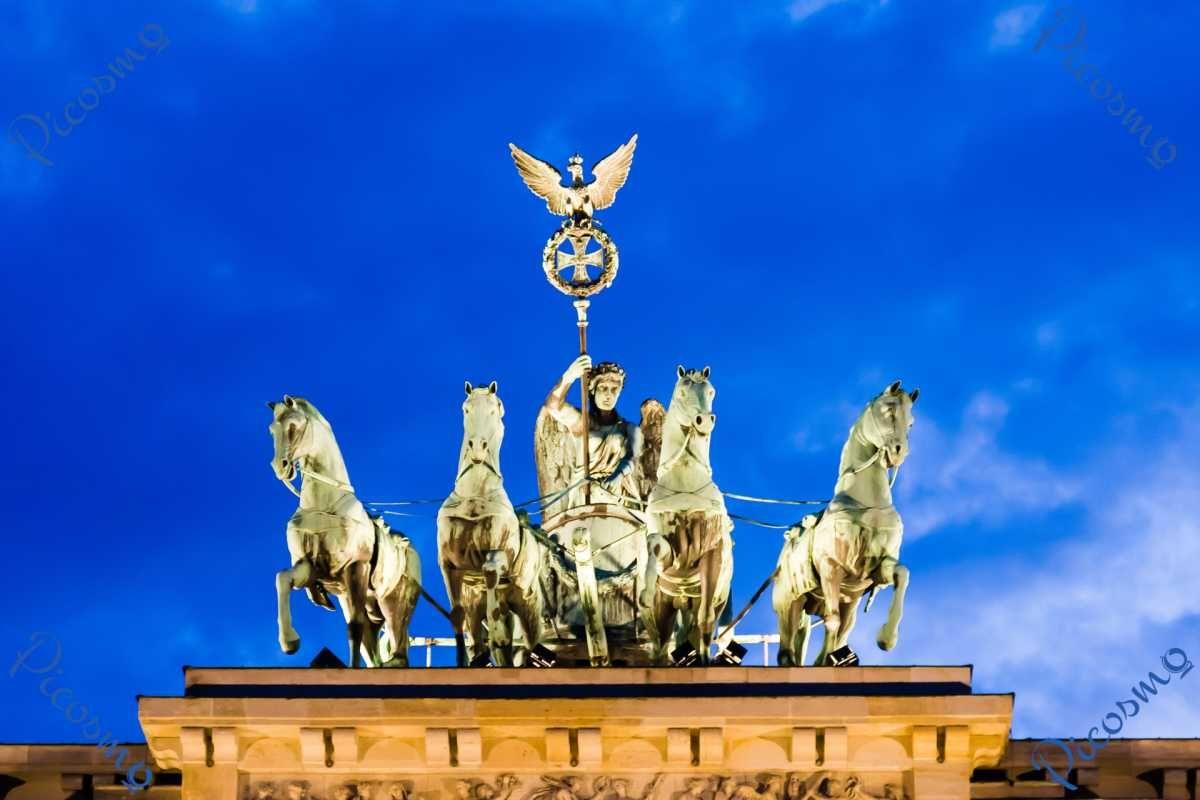 Picosmo Com Die Quadriga Auf Dem Brandenburger Tor Stadte Brandenburger Tor Tor Pferd