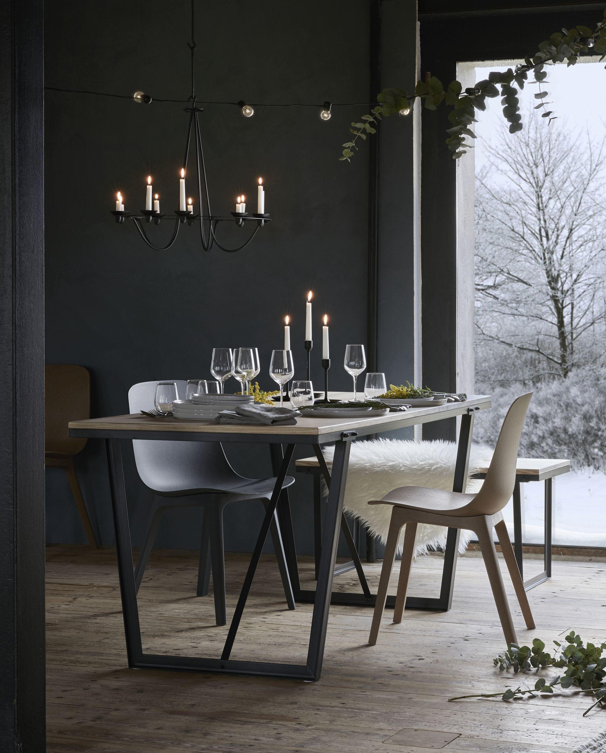 Schwarzes Metall skandinavisches design trifft auf 80er jahre charme warmes holz auf
