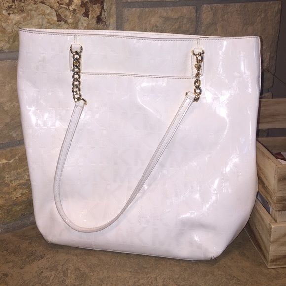 e4b4cc3ac5 White Michael Kors purse with gold chain straps! White MK purse with gold  chain straps! Front pocket