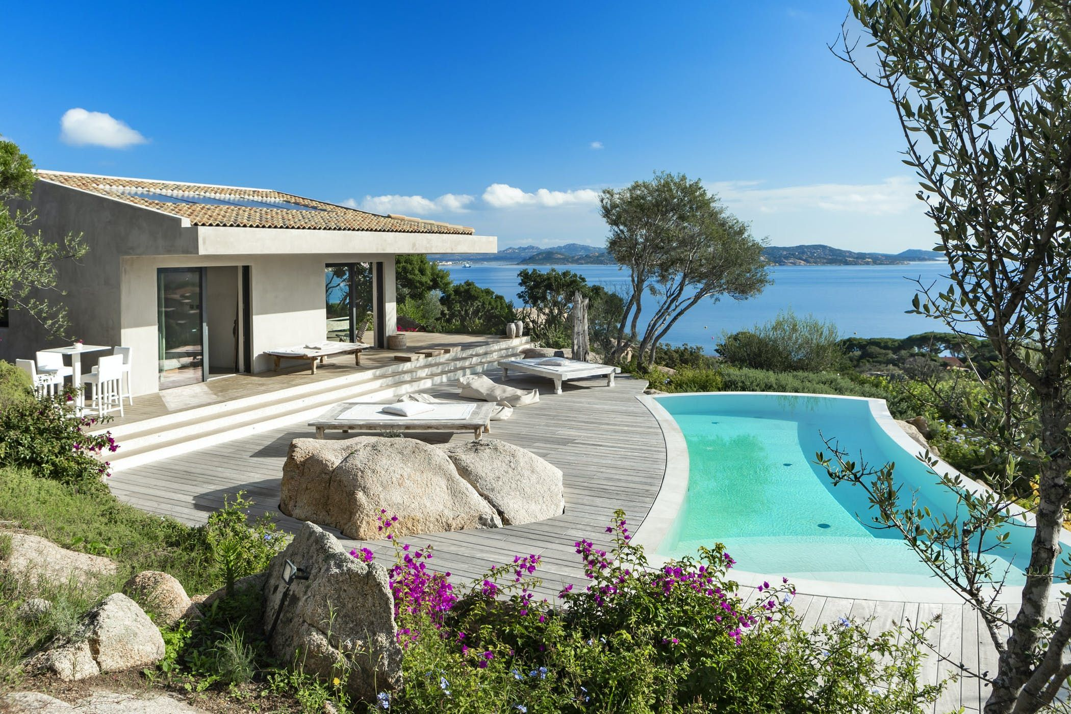 Pin By Indi Rosas On Where To Stay Luxury Villas Italy Villas In Italy Sardinia