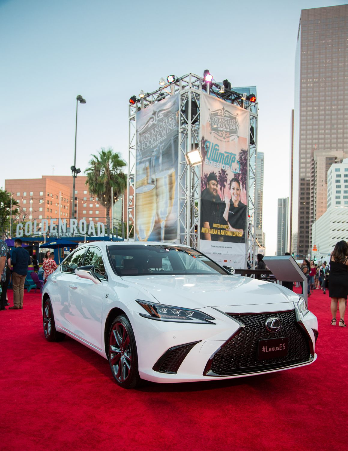 Rolling Out The Red Carpet For The New 2019 Lexuses Luxury Sedan Lexus Es Vintage Interior