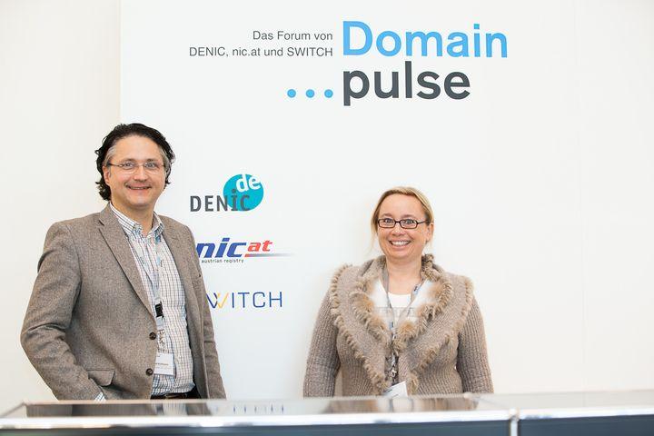 Michael Kohlfürst und Andrea Starzer am Domain pulse von SWITCH, nic.at und DENIC.de