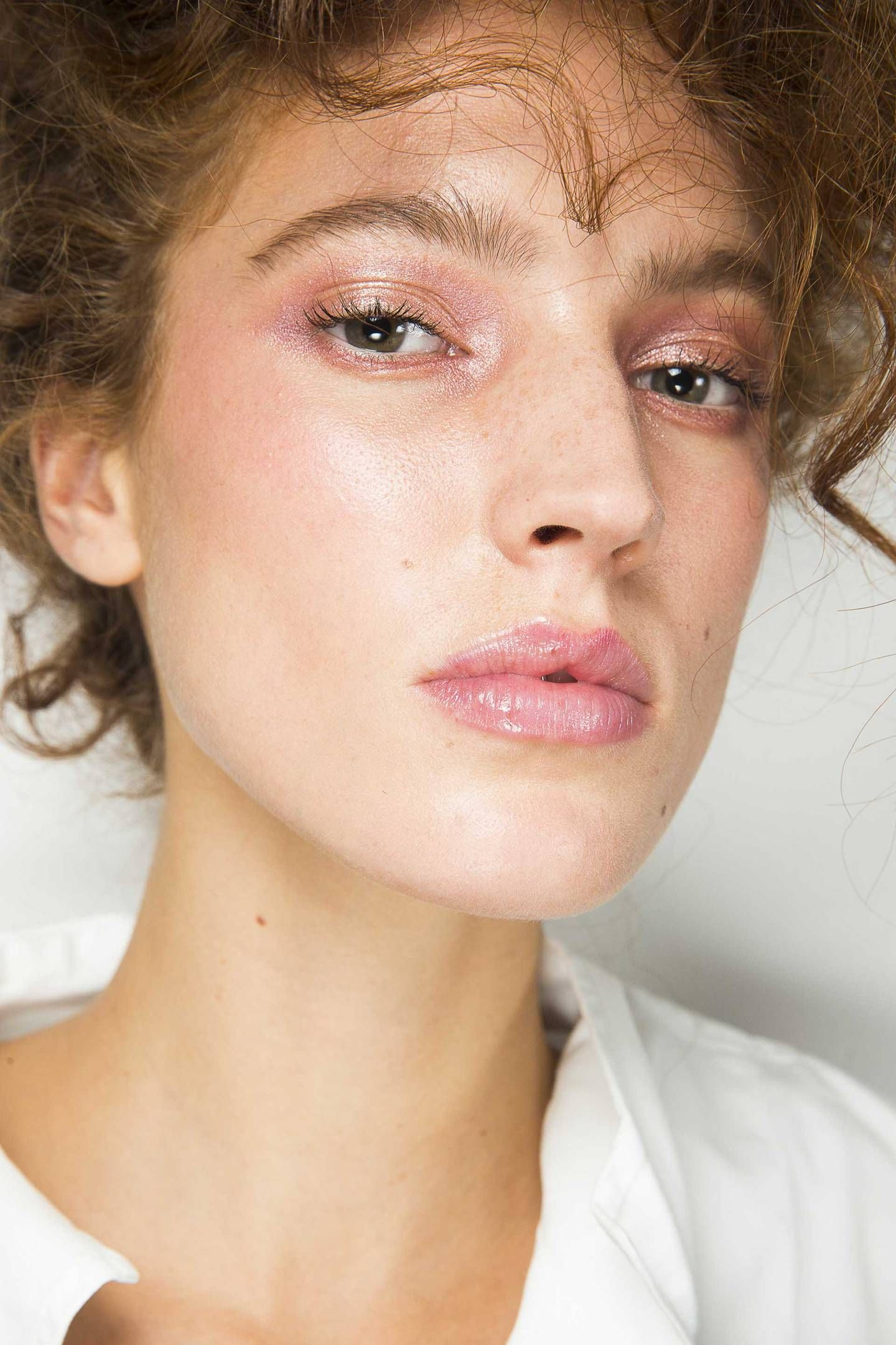 Spring Summer 2019 Backstage Beauty With Maquillaje Peinados