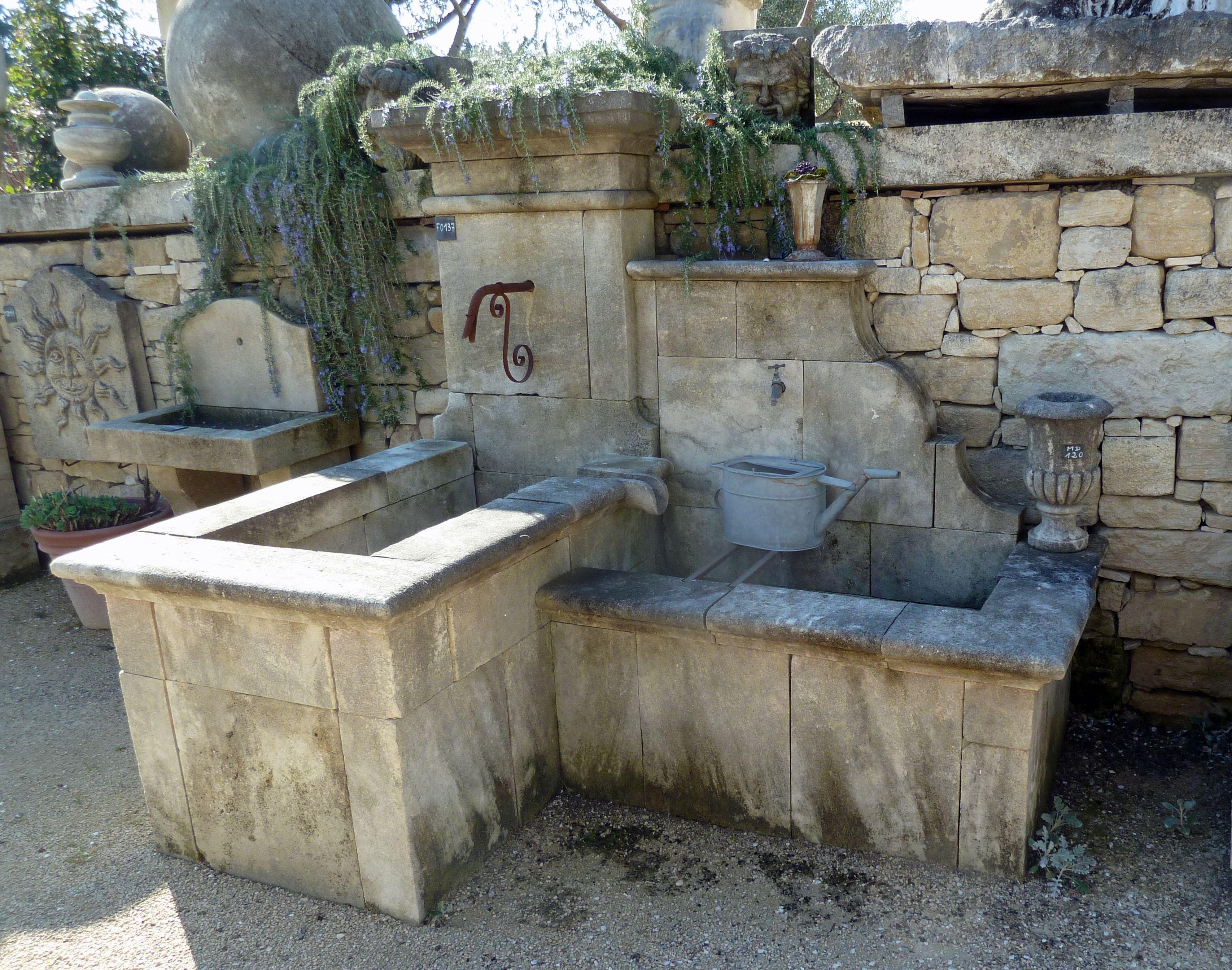 fontaine de jardin a deux bassins en