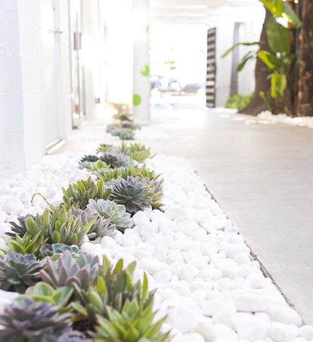 Ideas para decorar tu jardín con piedras y rocas | Pinterest ...