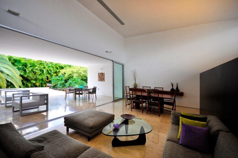 70 Moderne, Innovative Luxus Interieur Ideen Fürs Wohnzimmer   Tropisch  Pflanzen Rund Glastisch Kissen Deko