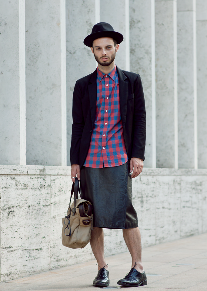 dude skirt | Man Wearing Skirt Men in skirts | Mens Skirts ...