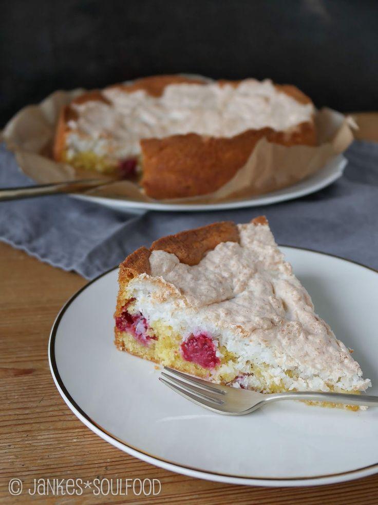 Berry cake with coconut meringue  - Dessert healthy/ Nachtisch gesund -