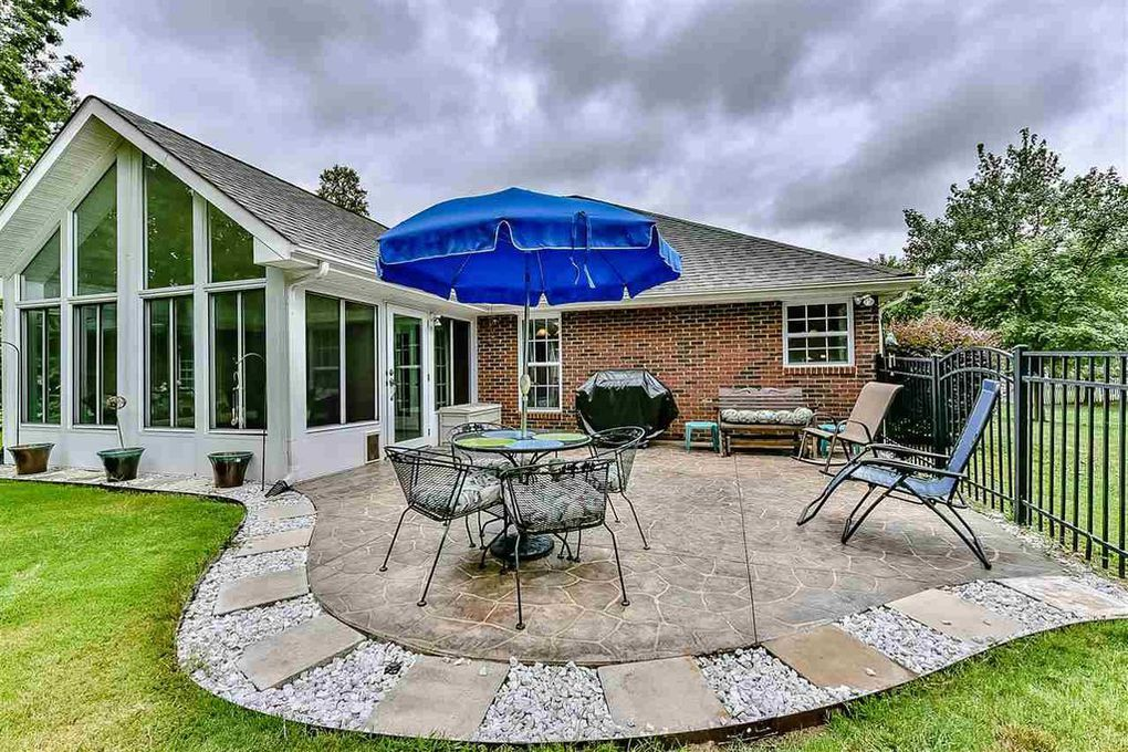 Find This Pin And More On Yards Houses Patios Porches Decks By Morrison0347