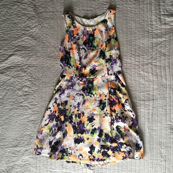 Anthropologie Maeve floral print dress! Anthropologie Maeve Floral print dress! Great for summer and spring! Anthropologie Dresses