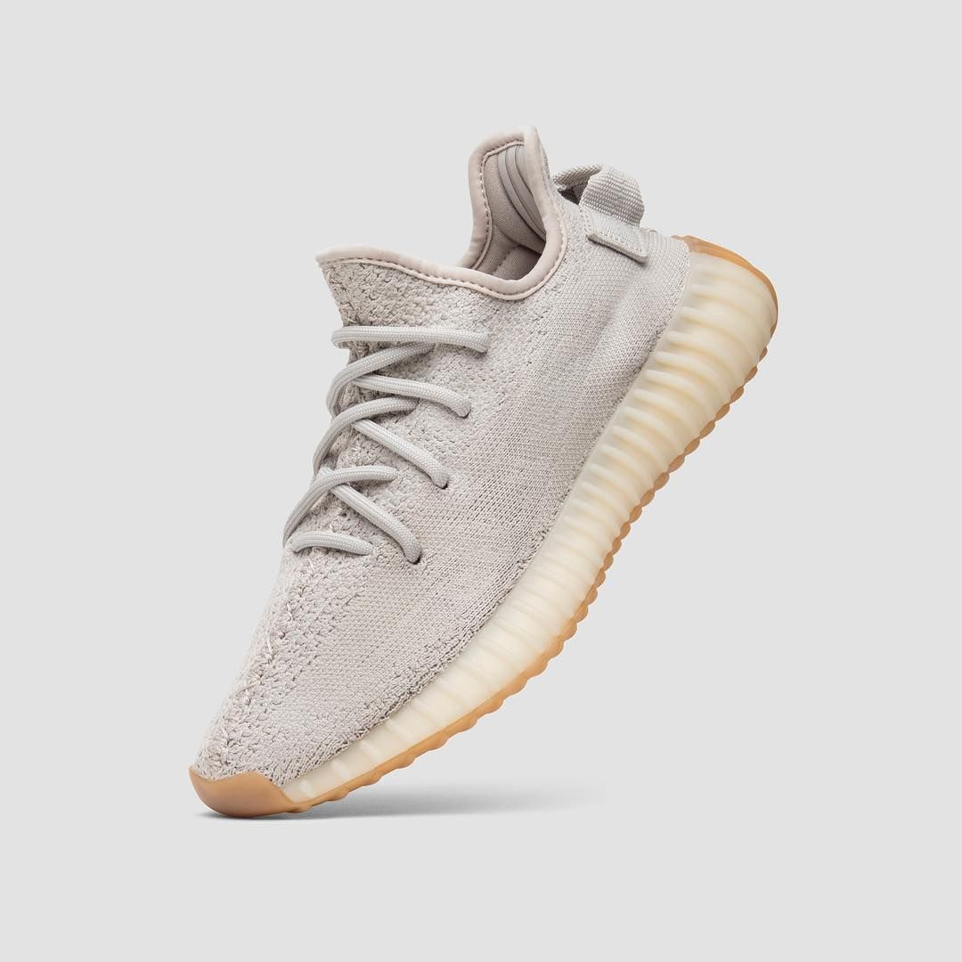 The wave of tonal Yeezy 350 V2 remains