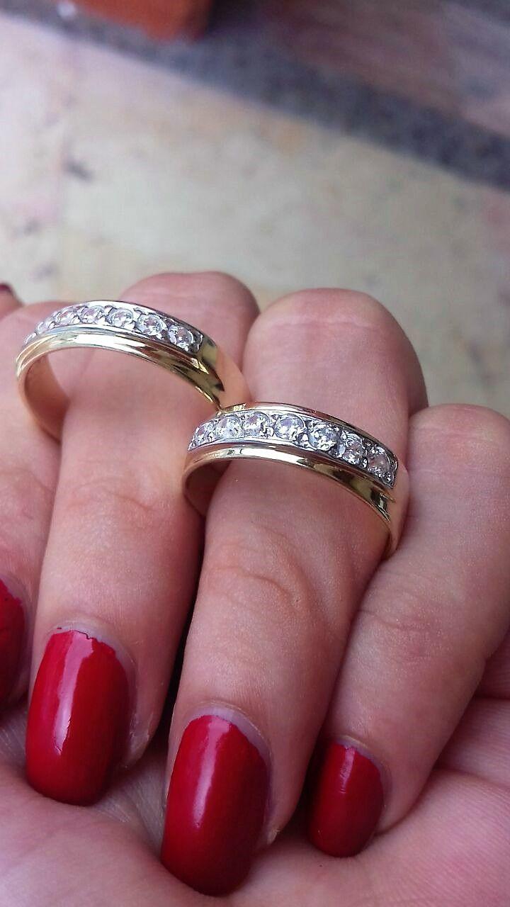 dc8fc77688a9 Argollas de matrimonio en oro amarillo de 10 kilates ambas argollas son de  4 mm