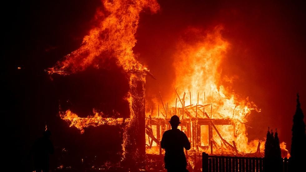 Entire California Town Destroyed Tens Of Thousands Flee In Los Angeles Ventura Counties The Weather Channel California Towns California Wildfires California History