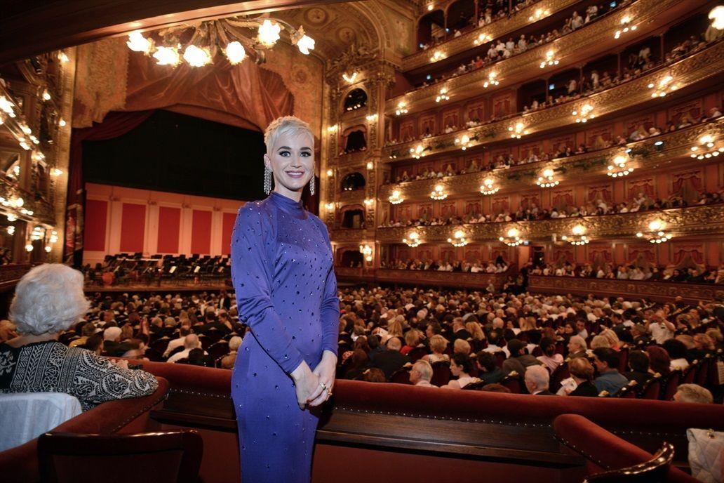 Katy Perry visitó el Teatro Colón para disfrutar del concierto del ...
