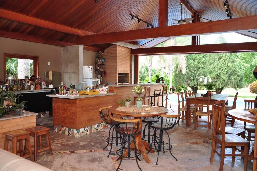 Área de lazer rústica.: Terraços translation missing: br.style.terraços.rustico por canatelli arquitetura e design