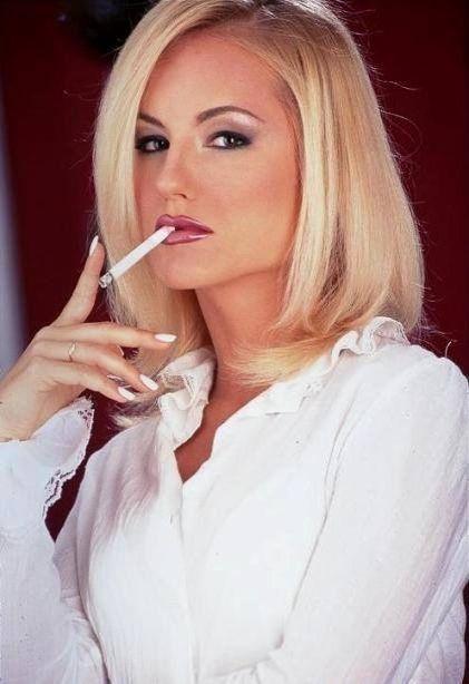 Mature pics blond cigerette