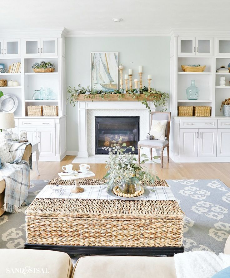 A Coastal Fall Family Room Tour #coastallivingrooms