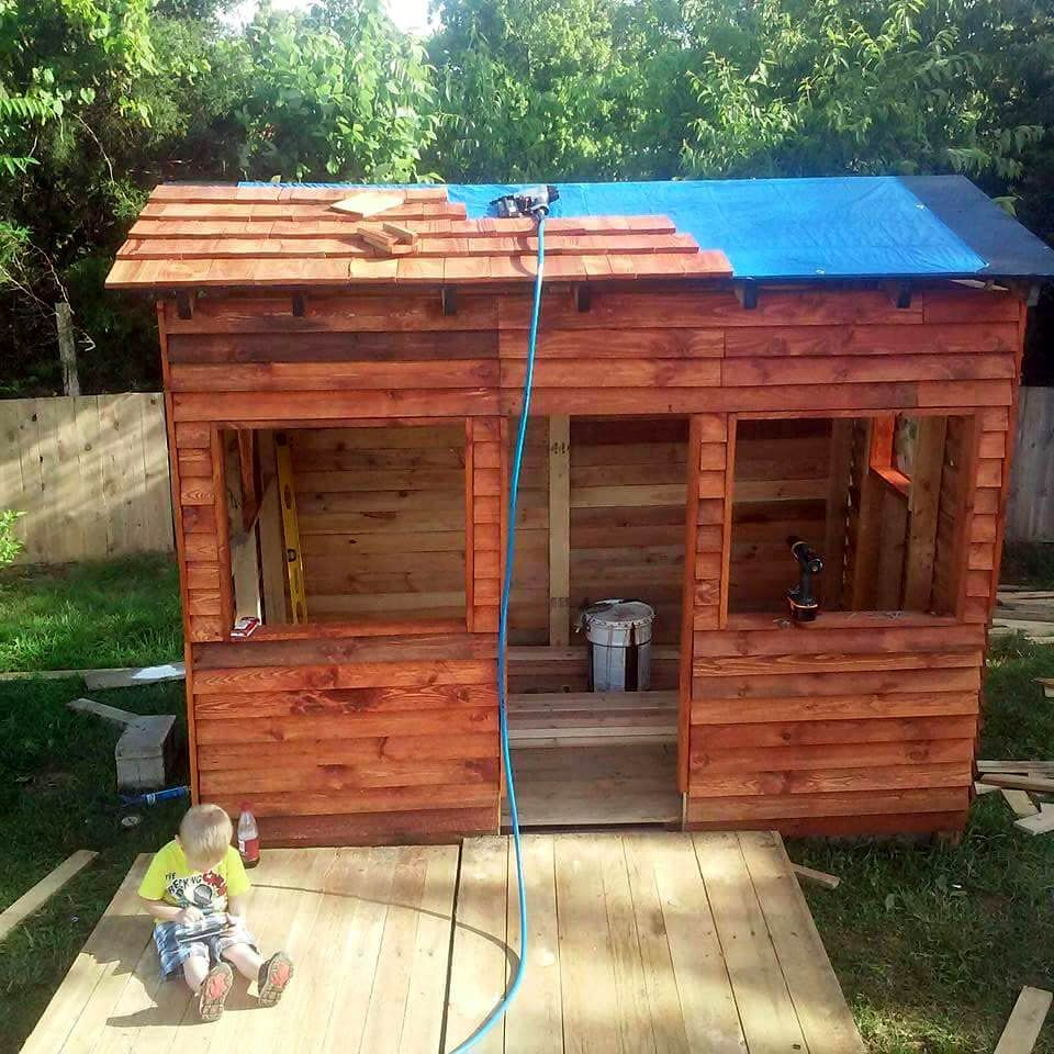 DIY Pallet Playhouse Or Clubhouse