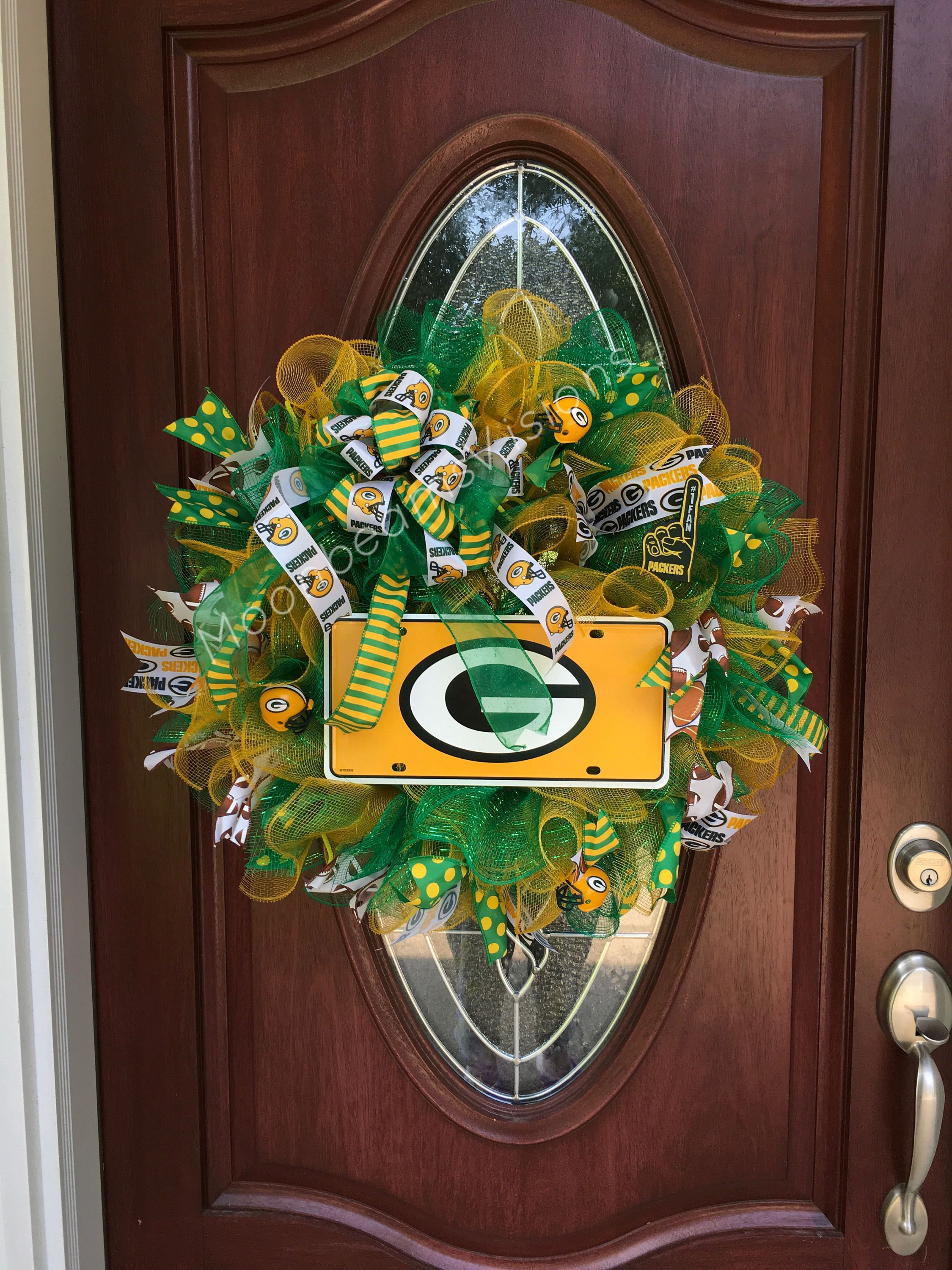 Green Bay Packers Wreath This Wreath Is Unique And Would Make The Perfect Addition To Y Green Bay Packers Decor Green Bay Packers Wreath Green Bay Packers Art