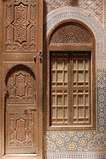 Porte et cadre de fenêtre en bois sculptélo ch parent Pinterest