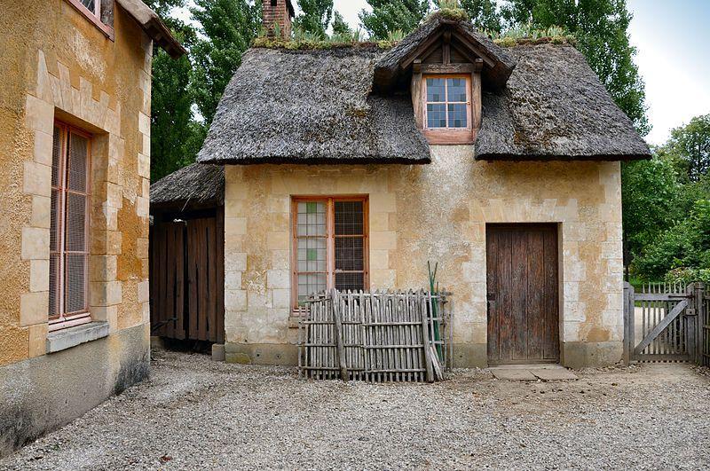 Hameau De La Reine Maison Des Valets De Pied Maison Organique Maison Maisons Francaises