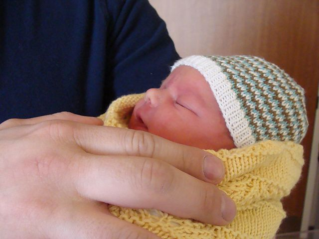 Cute Hat For A Newborn Free Pattern Knitted Hats Pinterest