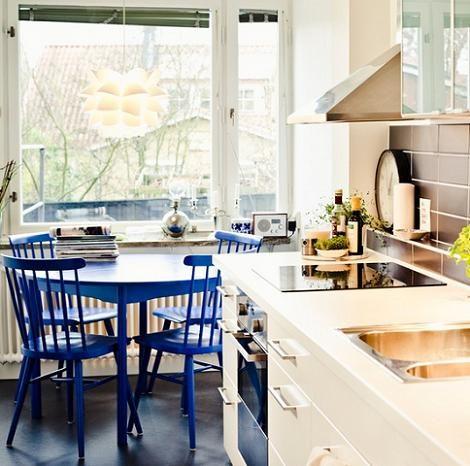 cocina ikea mesa y sillas azues