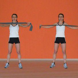 Croci con elastico Fitness in casa: gli esercizi per braccia e spalle - Rimettersi in forma | Donna Moderna