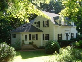 8 Wildemere Terrace Concord Nh New Hampshire Concord Real Estate Concord Home For Sale Real Estate Real Estate Agency Outdoor Structures