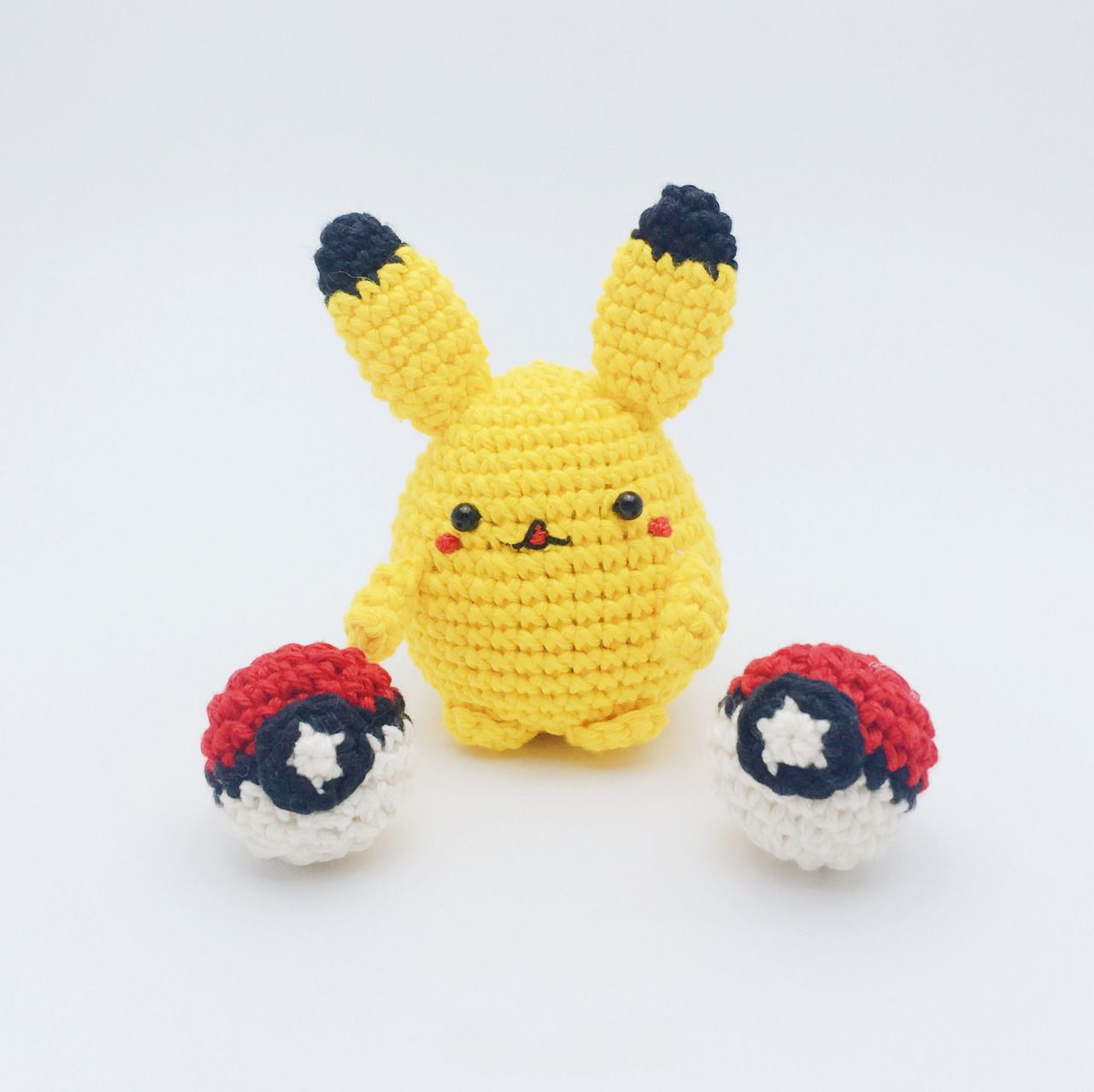 http://meemanan.com/post/148779535867/pattern-crochet-the-pokemon-go-materials-1