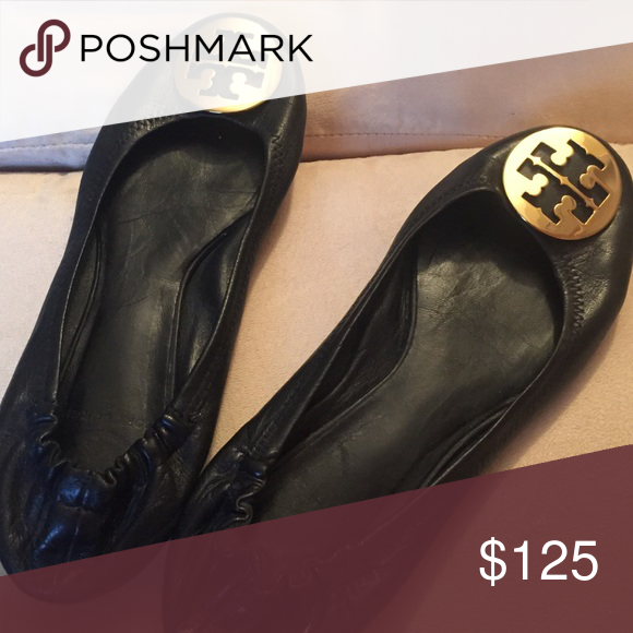 Shop Women's Tory Burch Black size 8 Flats & Loafers at a discounted price  at Poshmark. Description: Black leather Tory Burch ballet shoe size Sold by  Fast ...